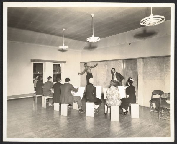 Charles White teaching life drawing classes at the South Side Community Art Center in Chicago between 1938 and 1941. Holger Cahill papers, 1910-1993, bulk 1910-1960. Archives of American Art, Smithsonian Institution, Washington, D.C.